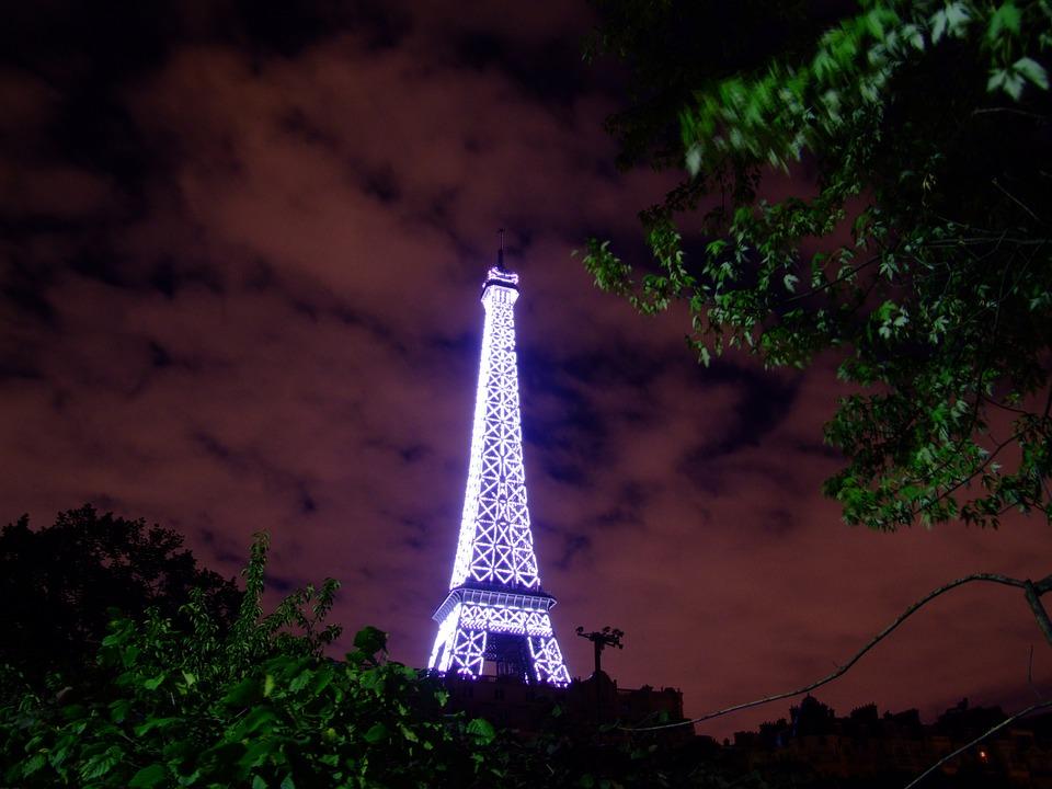 Tour Eiffel éclairée LED