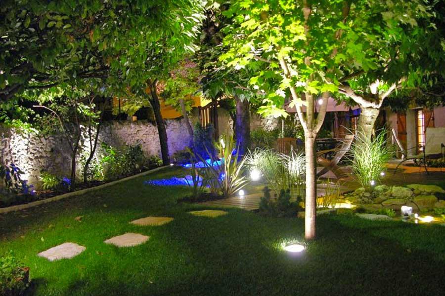 Quel clairage pour mon jardin l 39 clairage de votre maison for Eclairage de jardin led